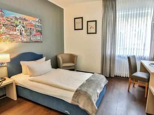 Ein Bett oder Betten in einem Zimmer der Unterkunft Hotel-Restaurant Kolpinghaus