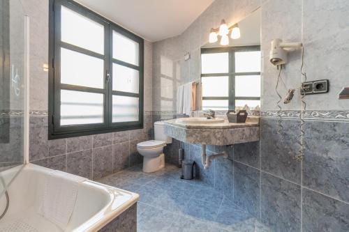Un baño de Hotel Gijon