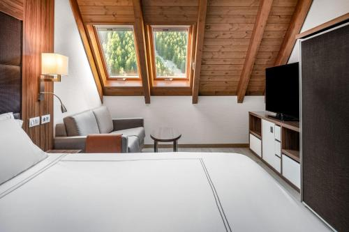 A bed or beds in a room at Hotel AC Baqueira Ski Resort, Autograph Collection