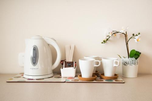 Coffee and tea-making facilities at Hotel Glis