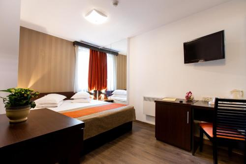A bed or beds in a room at Hotel Duke Armeneasca - Ex Tempo