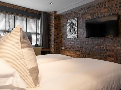 A bed or beds in a room at Dakota Eurocentral