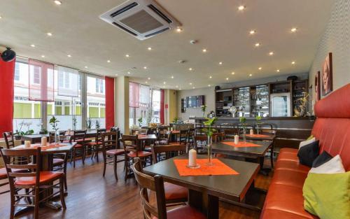 Ein Restaurant oder anderes Speiselokal in der Unterkunft Hotel Kirchhainer Hof