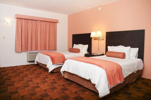 A bed or beds in a room at Quality Inn Nuevo Laredo