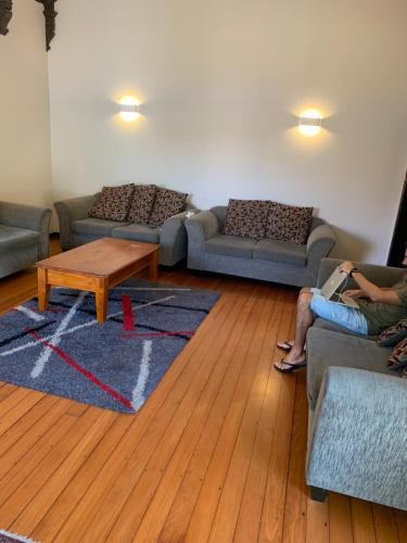 A seating area at City Garden Lodge