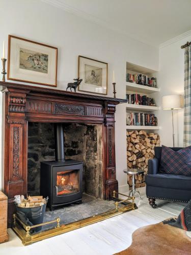 Central Hawick spacious stylish flat with log burner