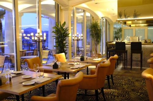 A restaurant or other place to eat at Suitenhotel Parco Paradiso
