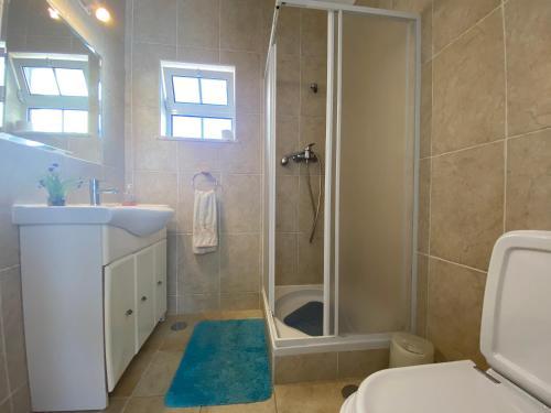 A bathroom at Lagos Marina Guest House