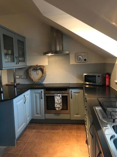 A kitchen or kitchenette at The Town House