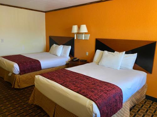 A bed or beds in a room at Green Tree Inn