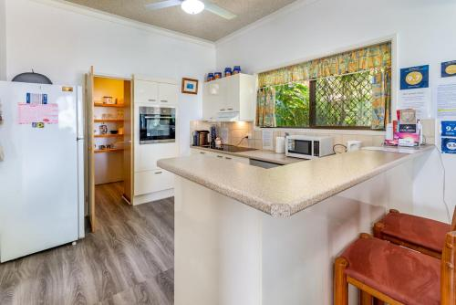 A kitchen or kitchenette at Keith's Place