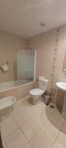 A bathroom at Hotel Águila Real