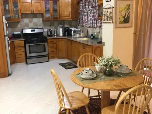 A kitchen or kitchenette at Glynver Apartments