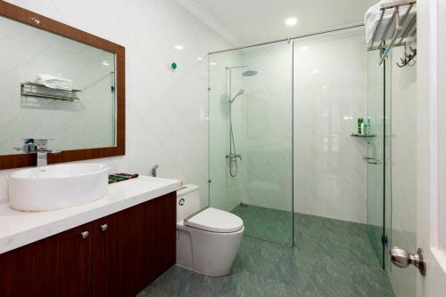 A bathroom at Mai Ha Boutique Hotel