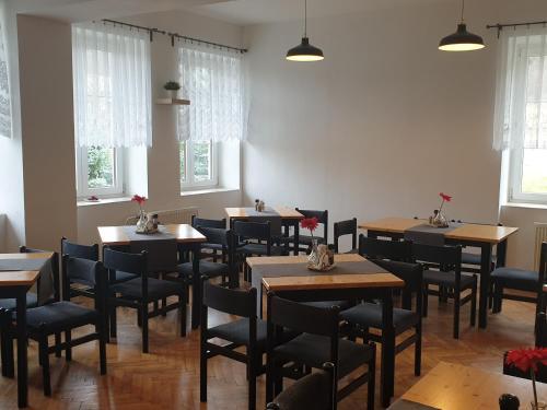 Ein Restaurant oder anderes Speiselokal in der Unterkunft Penzion Kamzik