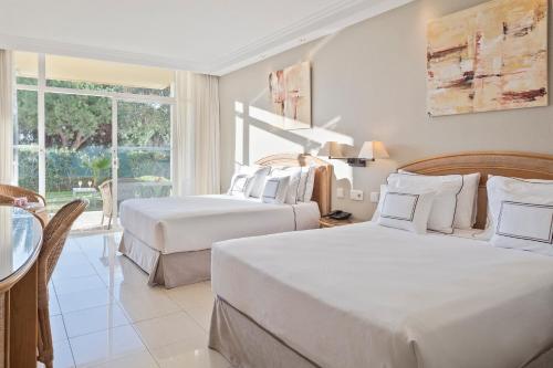 Säng eller sängar i ett rum på Melia Marbella Banús