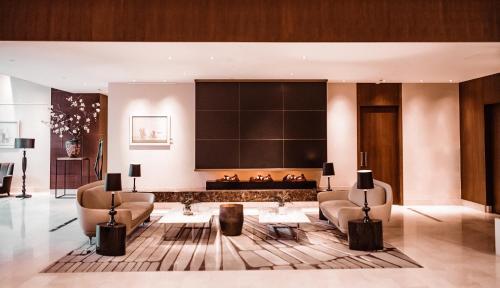The lobby or reception area at Hilton Rotterdam