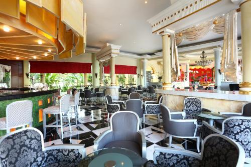 Un restaurante o sitio para comer en Iberostar Grand Paraiso