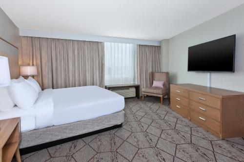 A bed or beds in a room at Crowne Plaza Syracuse, an IHG hotel