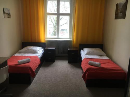 Łóżko lub łóżka w pokoju w obiekcie Hostel Centrum