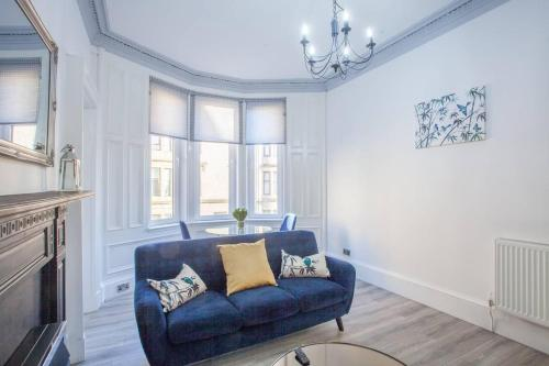 A seating area at Modern 2 bedroom in the heart of West end.