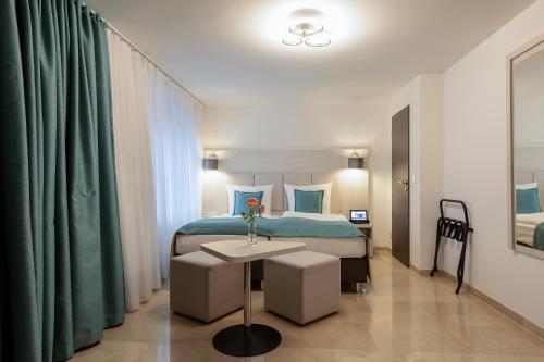 Ein Bett oder Betten in einem Zimmer der Unterkunft Apricot Hotel