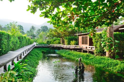 Der Swimmingpool an oder in der Nähe von Gajapuri Resort & Spa