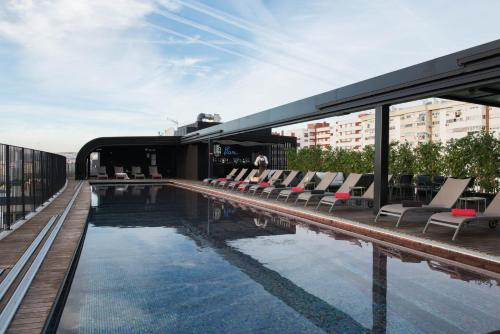 The swimming pool at or close to Upon Lisbon Prime Residences
