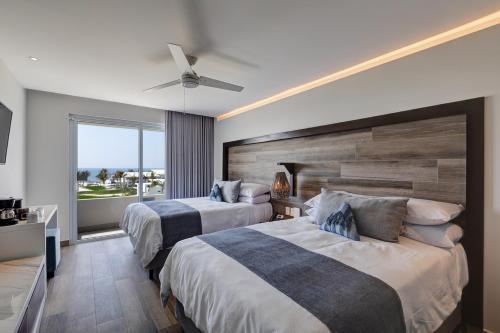 A bed or beds in a room at Oceana Resort & Conventions