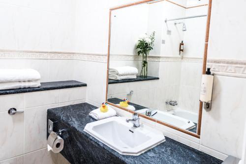 A bathroom at Clonakilty Park Hotel