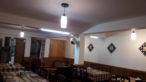 A restaurant or other place to eat at Mintokling Guest House