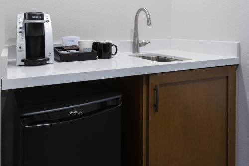A kitchen or kitchenette at Cheyenne Mountain Resort Colorado Springs, A Dolce Resort