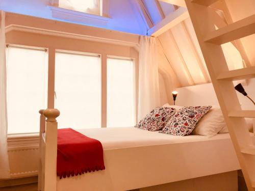 A bed or beds in a room at Little Tulip