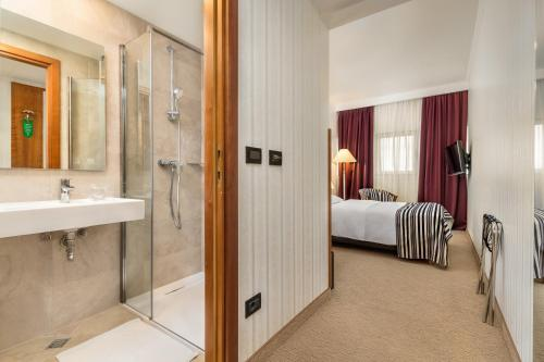 A bathroom at Hotel Dubrovnik