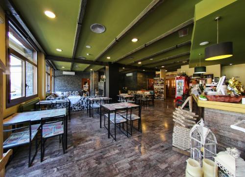 Un restaurante o sitio para comer en Hotel Vall d´Aneu