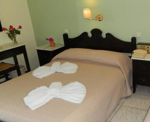 Ένα ή περισσότερα κρεβάτια σε δωμάτιο στο Ξενοδοχείο Δάφνη