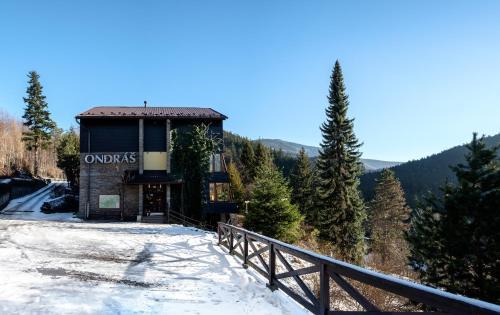 Hotel Ondras z Beskyd v zimě