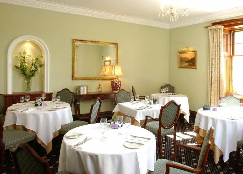 A restaurant or other place to eat at Blackaddie House Hotel