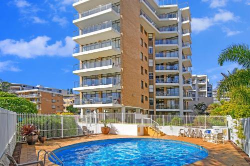 The swimming pool at or near Tasman Towers 12 3 Munster Street