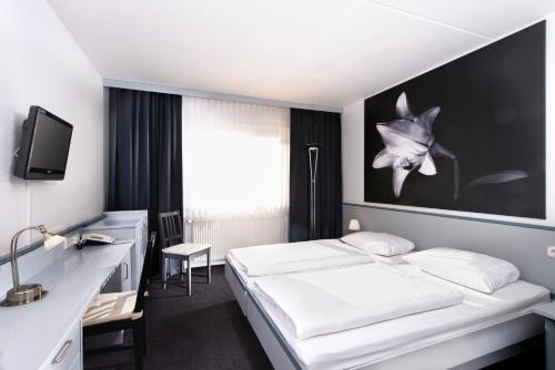 Ein Bett oder Betten in einem Zimmer der Unterkunft Good Morning + Bad Oldesloe