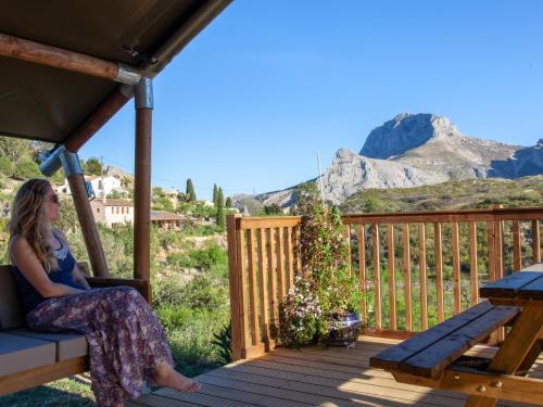 Vista general de una montaña o vista desde the luxury tent