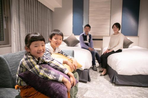 A family staying at Hotel JAL City Nagasaki
