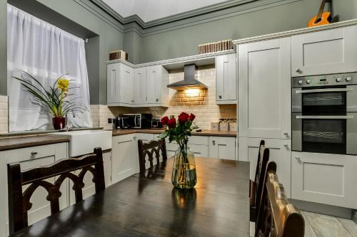 A kitchen or kitchenette at Jazz House