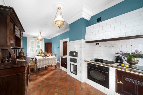 A kitchen or kitchenette at Apartamenty Carskie