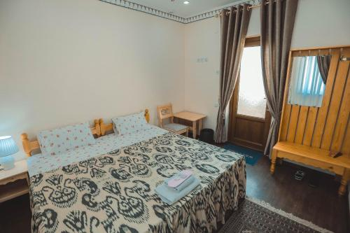 A bed or beds in a room at Yasmin