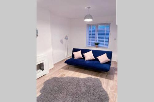 Stylish 3 Bed House + Free Parking + Great Location