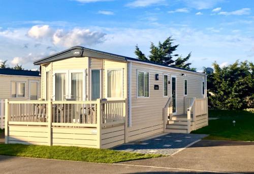 6 berth caravan to rent Felixstowe