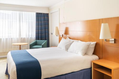 A bed or beds in a room at Holiday Inn Gloucester / Cheltenham