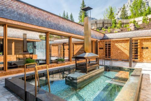 Der Swimmingpool an oder in der Nähe von Mountain Resort Patzenfeld