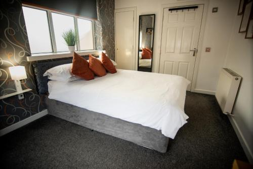 A bed or beds in a room at Kidron House Hotel